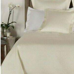 FRETTEHotel Melody Bedspread - Ivory - Size Queen